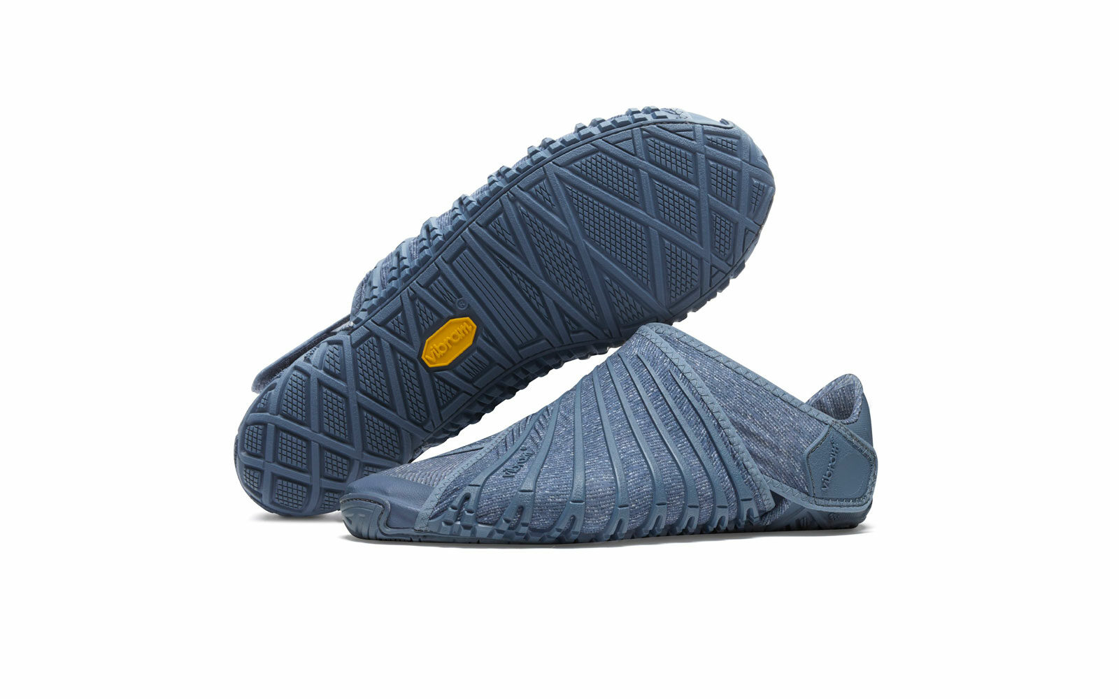 Vibram Furoshiki The Wrapping Sole, per rilassare i piedi a fine corsa, in morbido tessuto Sensitive e suola Vibram, praticità, comfort, versatilità, euro 99