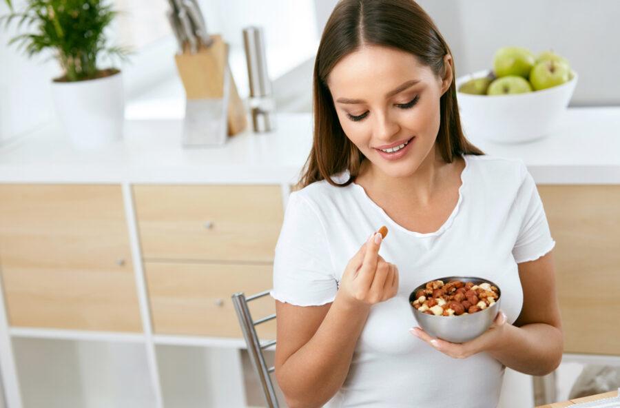 Frutta secca e cioccolato per il buonumore