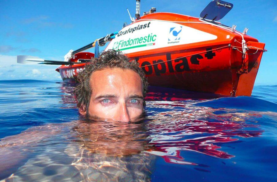 Inquinamento: navigando in un mare di plastica con Alex Bellini
