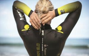 Nuotare in acque libere: cosa cambia