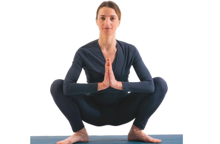 Yoga: modella gambe e glutei con lo squat dello yogi