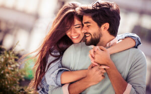 Abbracciarsi: 5 buoni motivi per farlo