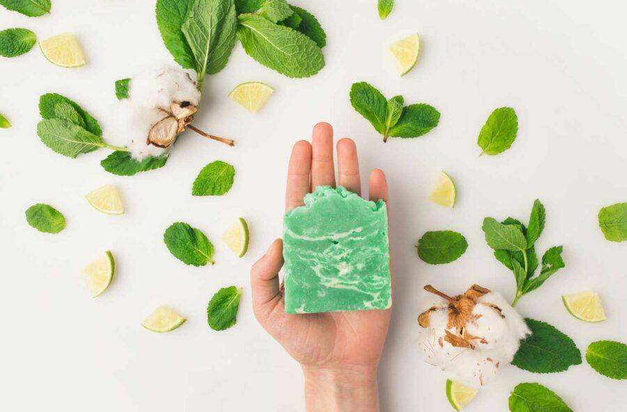 Eco beauty: hai mai provato lo shampoo solido?