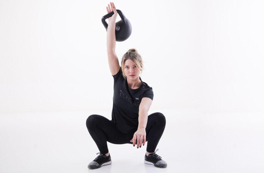 Glutei e cosce: per un effetto push up fai lo squat con la Reax Fluikettle