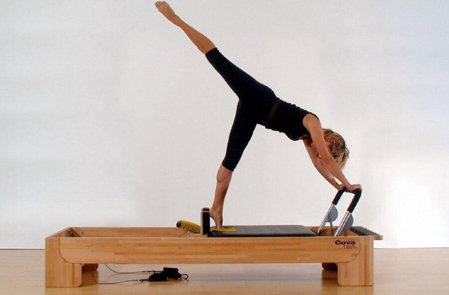 Pilates: fai l'Arabesque sul Reformer per modellare tutta la silhouette