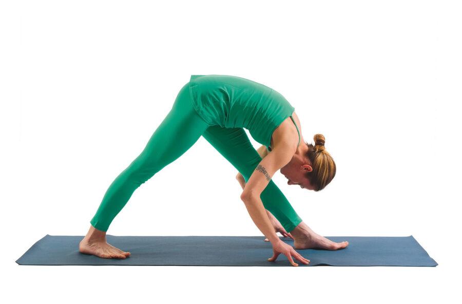 Yoga: prova la posizione dell'Intenso stiramento sul fianco per digerire meglio