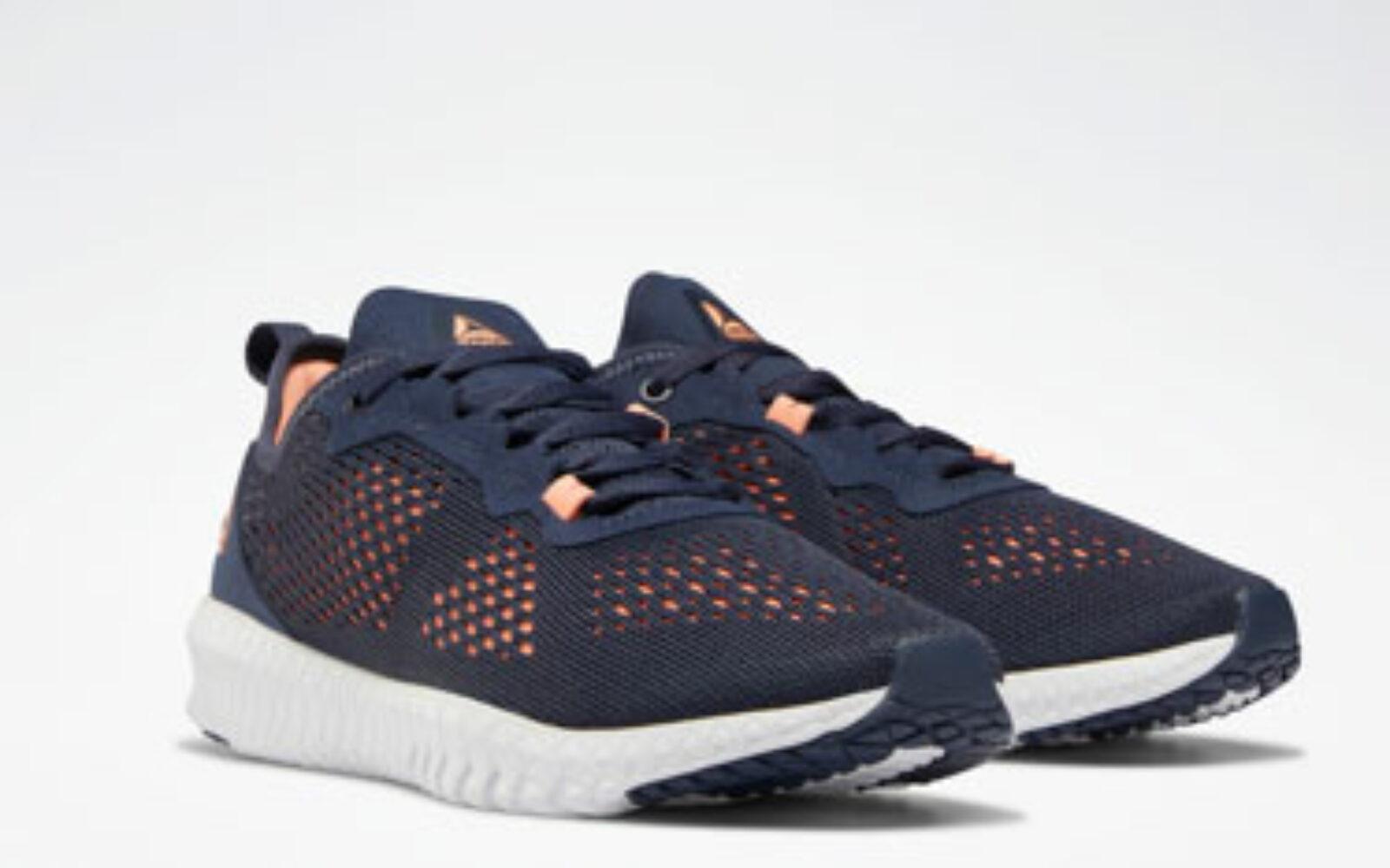 Reebok Flexagon, una scarpa stilosa pensata per i workout più intensi, con strap elasticizzati per unire comfort e supporto. Euro 79,95.
