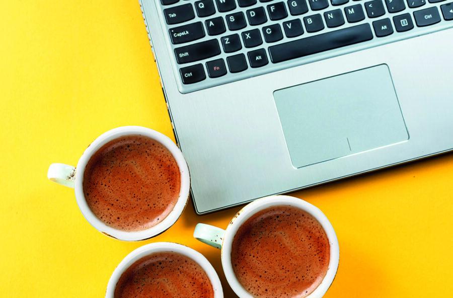 Soffri di mal di testa? Bevi meno caffè