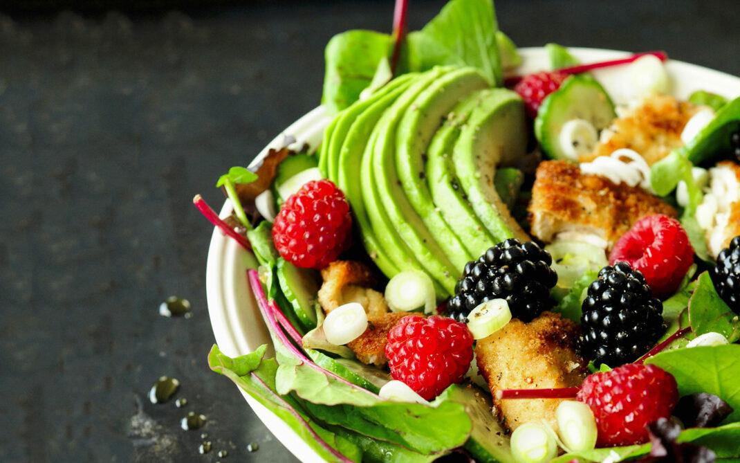 insalata-avocado-pollo-fruttidibosco