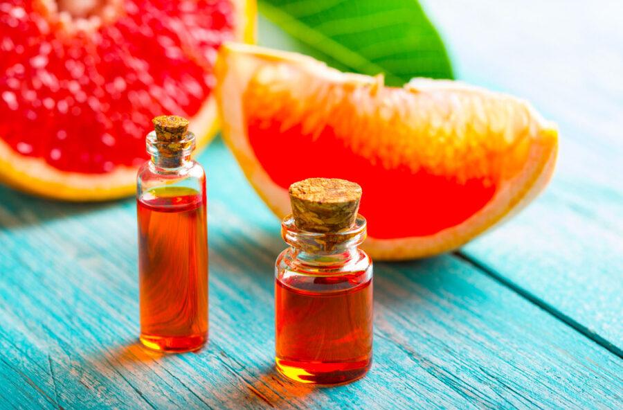 Capelli grassi: cure detox per l'estate con l'olio essenziale di pompelmo