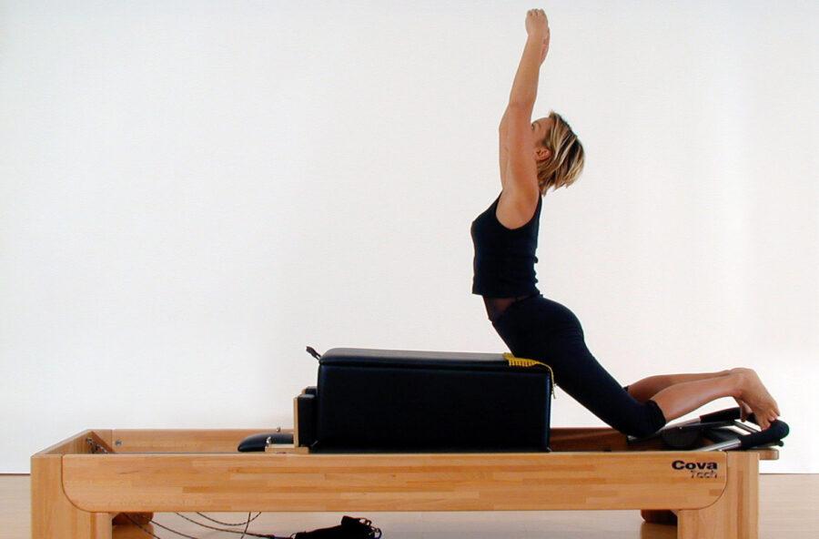 Pilates: il tuffo del cigno per una schiena forte e flessibile