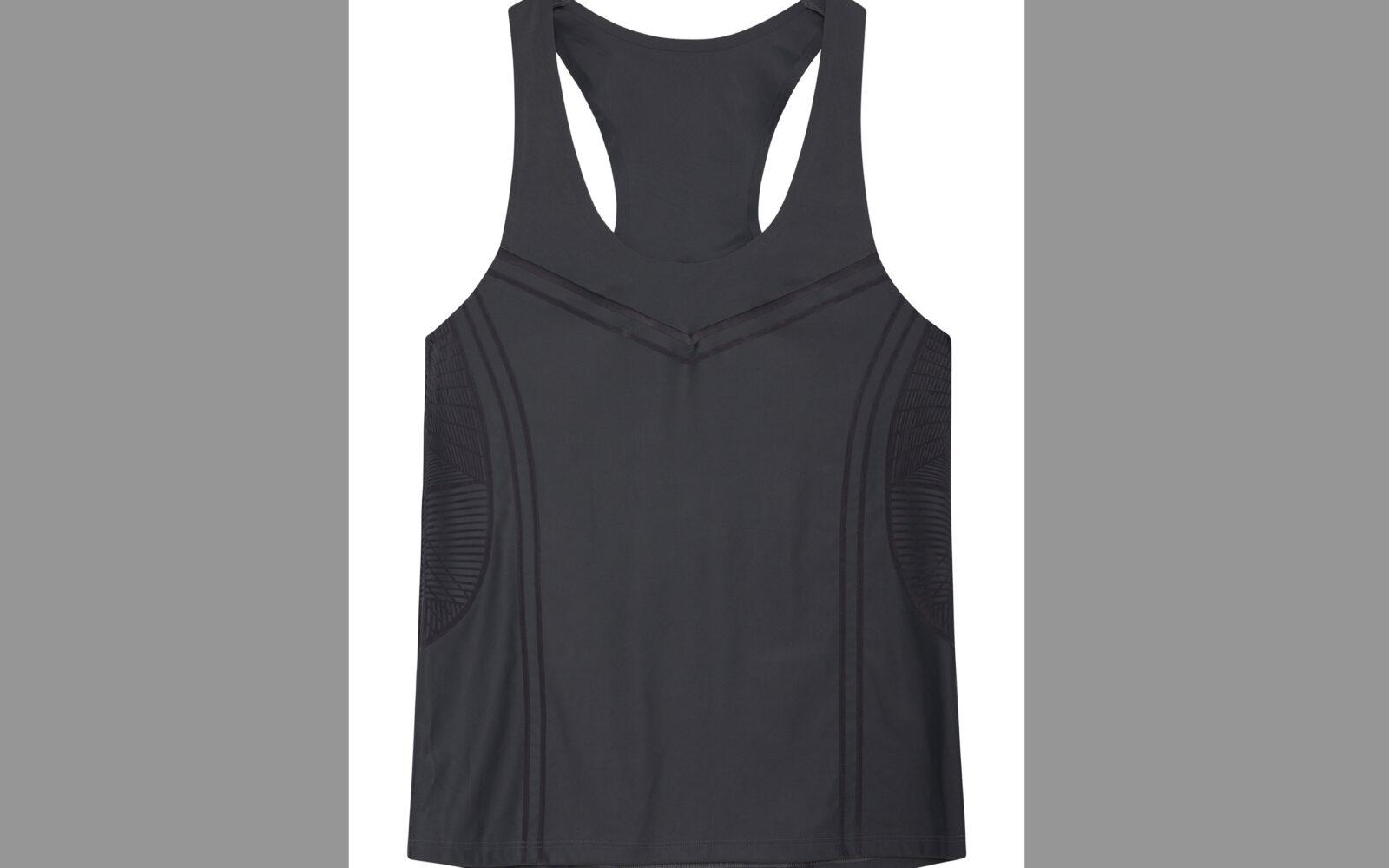 Oysho Sport Outdoor Running, maglietta con dettagli floccati, in tessuto tecnico che controlla l'umidità della pelle. Euro 25,99