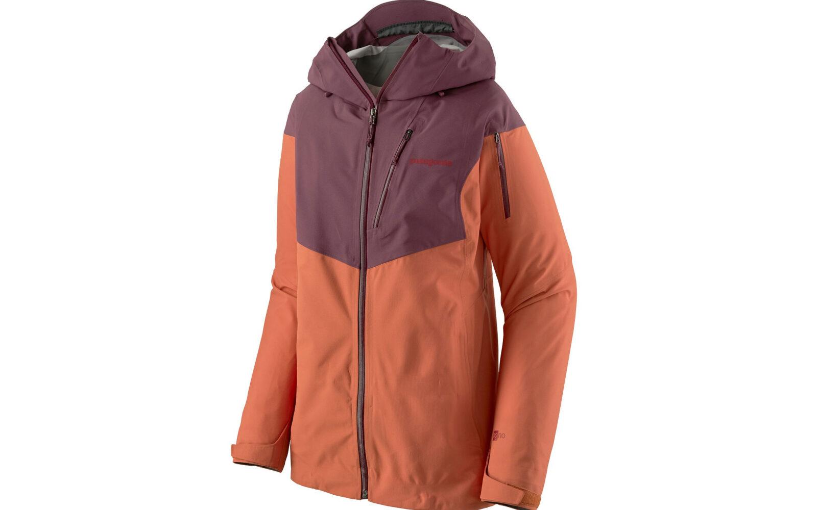 Patagonia W's SnowDrifter Jacket, per lo scialpinismo e il fuoripista, in leggero tessuto elasticizzato (70% poliestere riciclato), antivento, traspirante, trattamento idrorepellente lunga durata, fitting con multiple regolazioni. Euro 400.