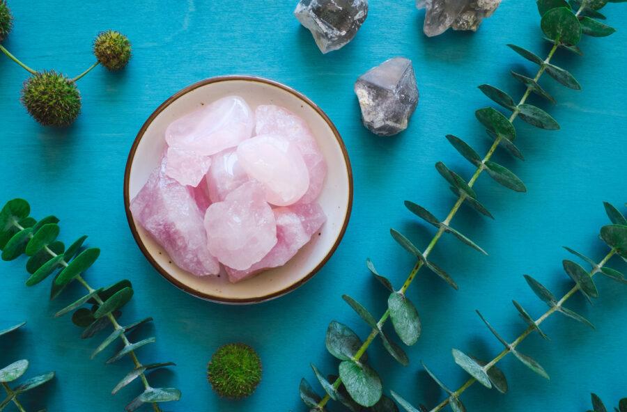 Stress, pene d'amore, collera? Il quarzo rosa ti aiuterà!