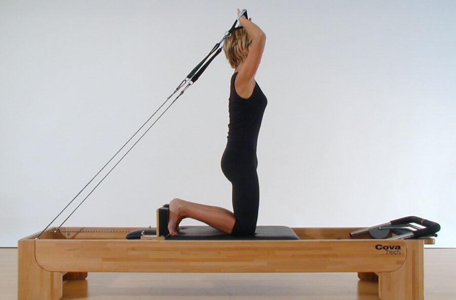 Pilates: per braccia e spalle toniche prova l'esercizio Shave the Head sul Reformer