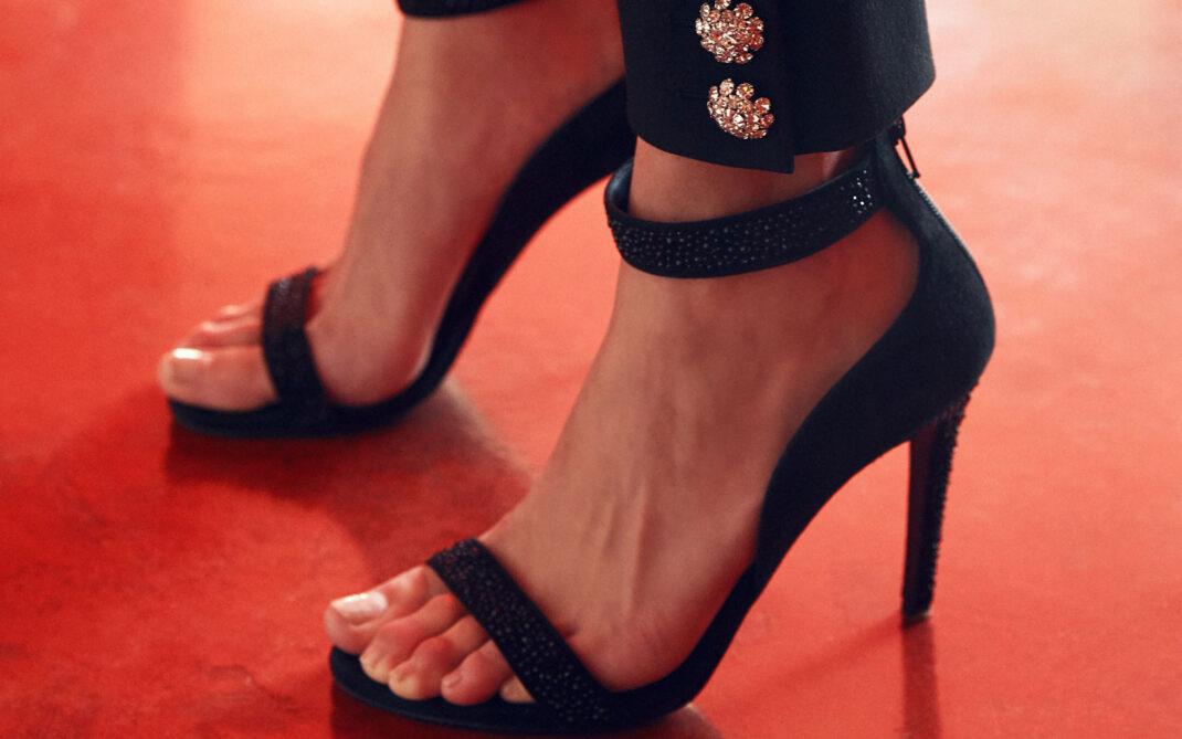 Tacchi alti? Ecco gli esercizi antifatica per i piedi ...