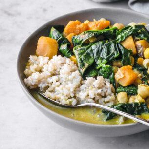 Zuppa di zucca e ceci al curry con spinacini