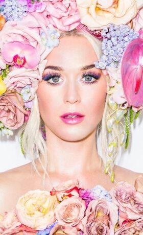 Katy Perry torna sulle scene, in dolce attesa
