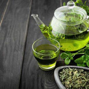 Dimagrire con i macerati di erbe, detox e antifame