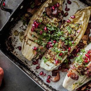 Ricette delle feste: indivia grigliata con senape, pancetta e melagrana