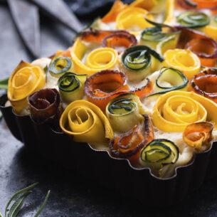 Ricette di Pasqua: torta salata con roselline di verdure