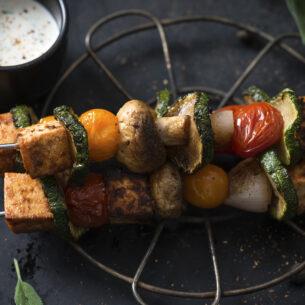 Spiedini di tofu e verdure con salsa allo yogurt