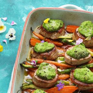 Medaglioni con pesto di fave e verdure arrosto