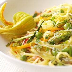 Tagliolini alle verdure con fiori di zucca