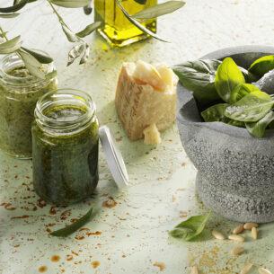 Pesto di rucola, di pomodorini secchi o di zucchine: 3 ricette passe-partout